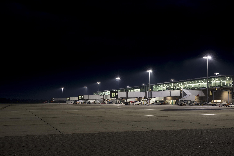 Airport High Mast Lighting Cu Phosco Lighting