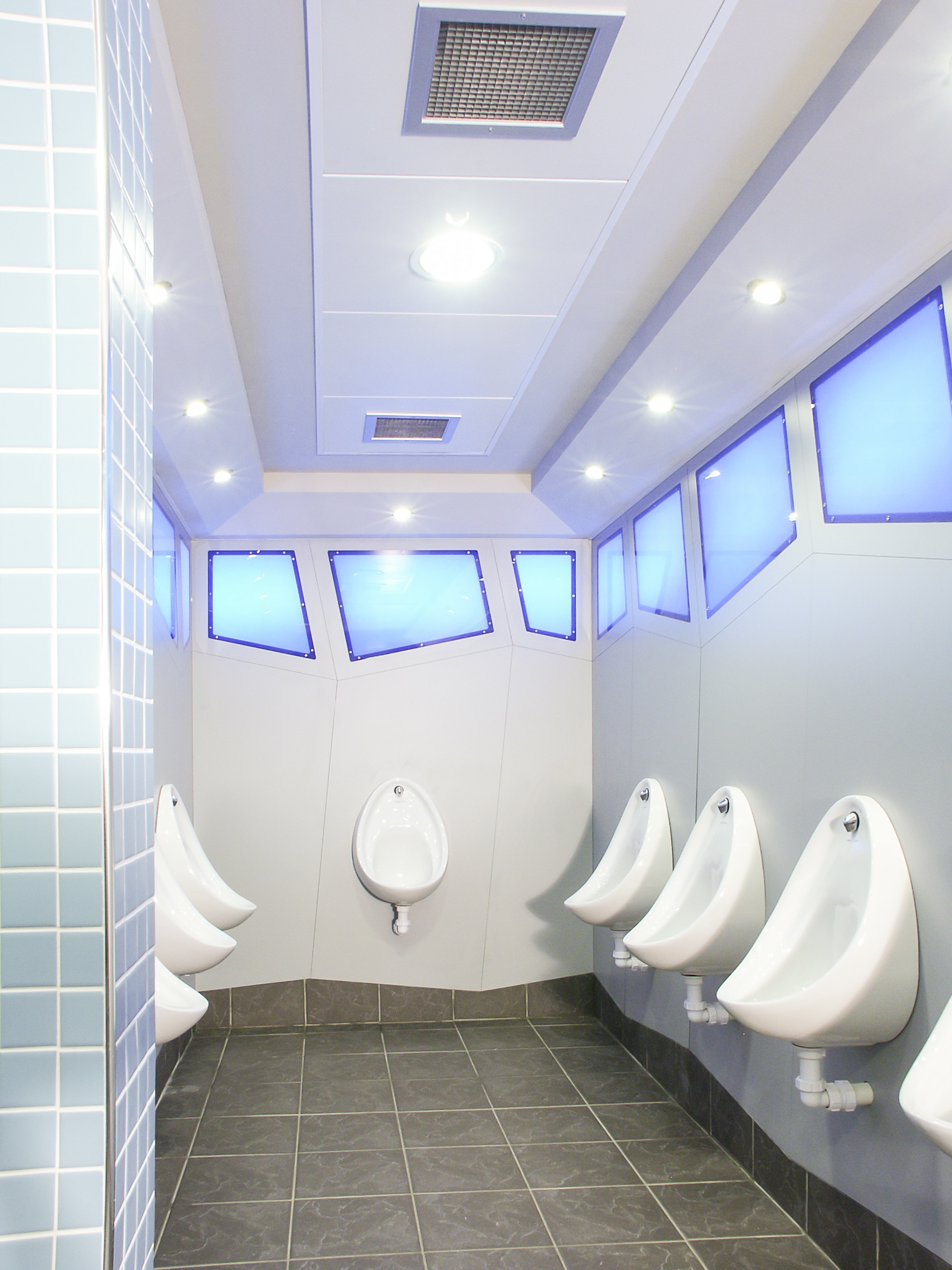 Airport Washroom Specialists - Venesta - Toilet Cubicles and Washrooms