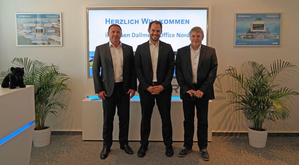 From left to right: Georg Martin (Dallmeier Marketing Director), Dirk Lüders (Dallmeier Sales Manager), Gerhard Hinrichs (triPlus Managing Director)