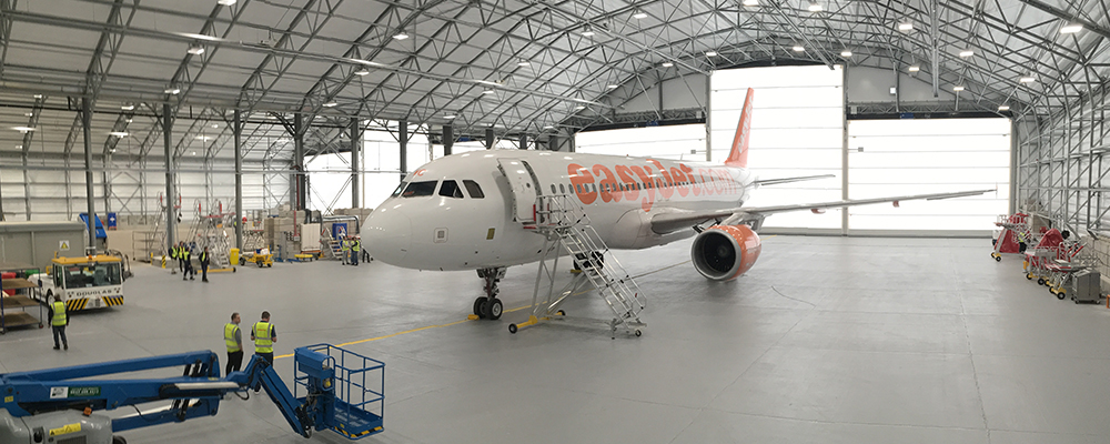 https://www.airport-suppliers.com/wp-content/uploads/2016/09/Rubb-easyjet-mro-hangar.jpg