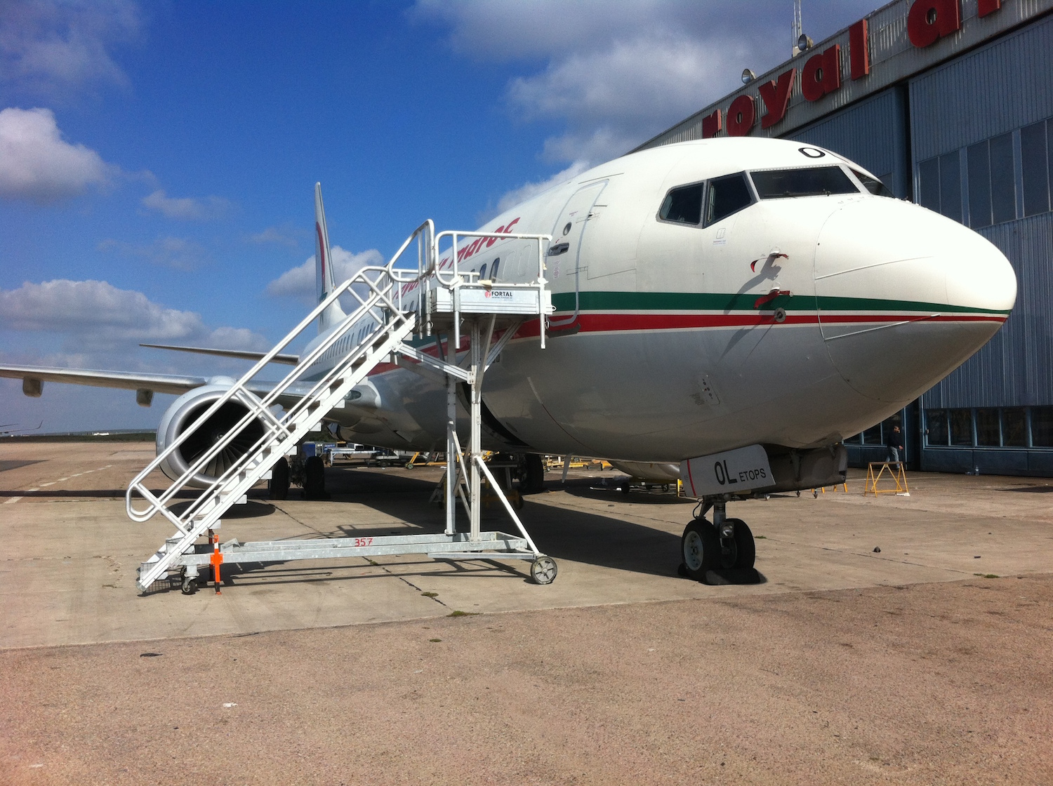 Stepladders Docks And Platforms For Aircraft Maintenance