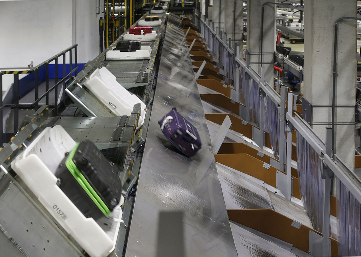 BEUMER Group's tote-based baggage handling solution the