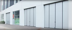 SMART - Folding door without lower rail, fixings on the floor and to the top rail
