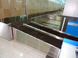 Baggage belt conveyor