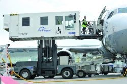SideBull Highlifter for Aircraft: Passenger Transport (PRM, VIP) Catering, Cleaning, Maintenance